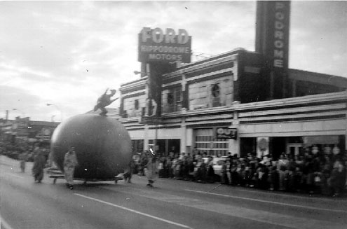 nash_christmas_parade_1961